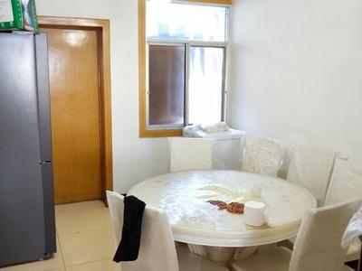 18.急售施家梁中心位置3房.楼下可以停车。光线户型好。