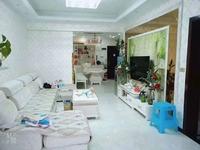 滨江新城精装三室中层,装修一年不到,小区环境好,楼下人工湖,价格美丽