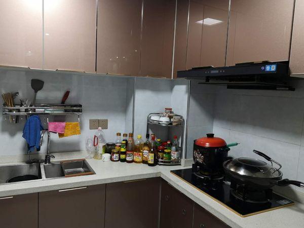 滨江新城精装修房出售,户型周正,空间感好,通透性好。生活便利