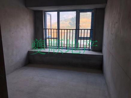 滨湖上院 三室,大阳台,赠送面积多,户型周正,采光极佳,按市场价出售。