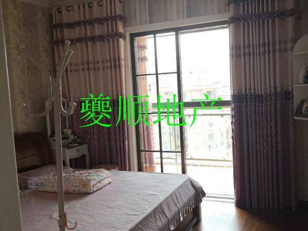 出售滨江新城精装房一套 带车位 房子优质
