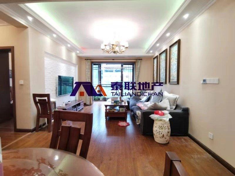 滨江国际精装三房,业主换房诚心出售,很少住,装修非常舒服,婚房首选