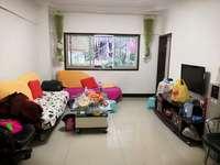 施加梁中心位置,两室一厅,中上装修,看房方便,诚心出售