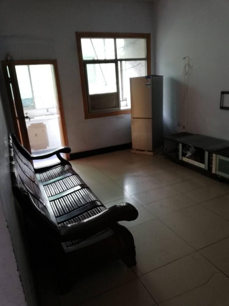 前窗面江,后窗面山,空气采光好的二室一厅出租